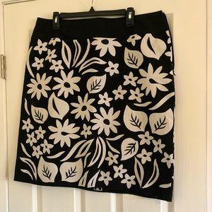 Liz Claiborne side zip floral appliqué skirt